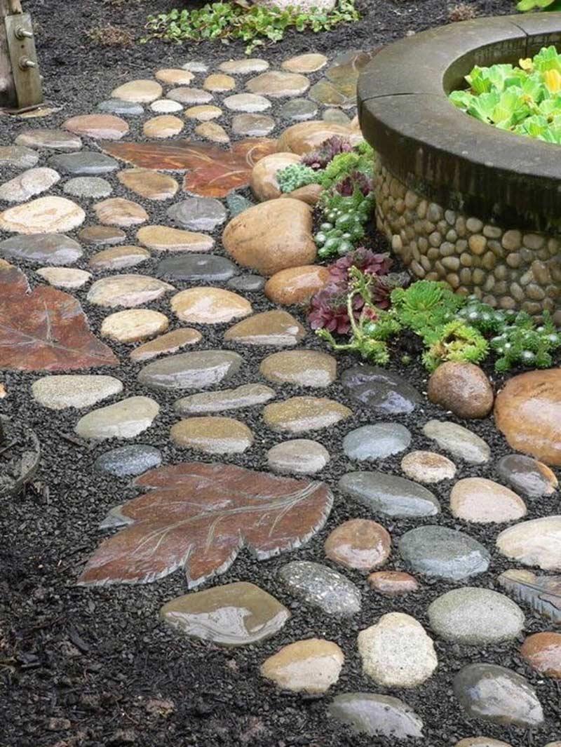 Булыжники уложены в сочетании с мелким камнем