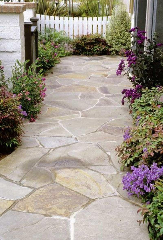 Классика жанра: садовая дорожка из натурального камня