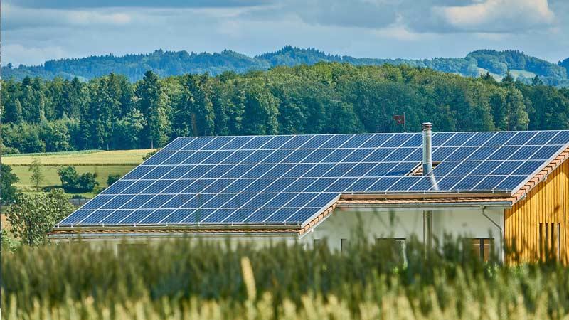 Солнечные батареи на крыше дома Траварт Travart.ru