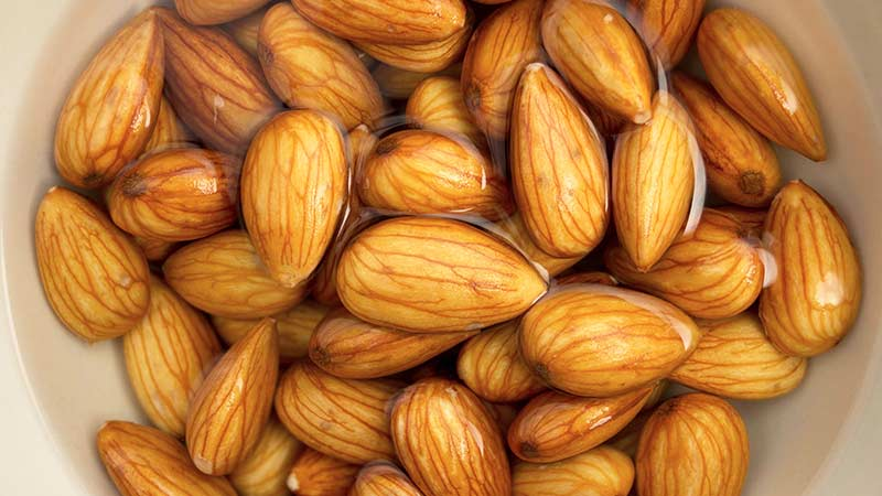 Зачем замачивать орехи?